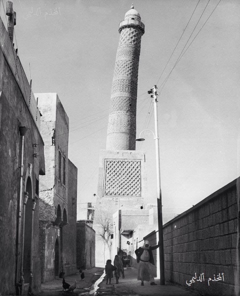 من تراث لواء نينوى صورة للمنارة الحدباء في مسجد النوري سنة 1963 H Mosul 1963 The Beautifully Diverse Population Of Mosul Sadly Pose Iraq Baghdad Iraq Photo