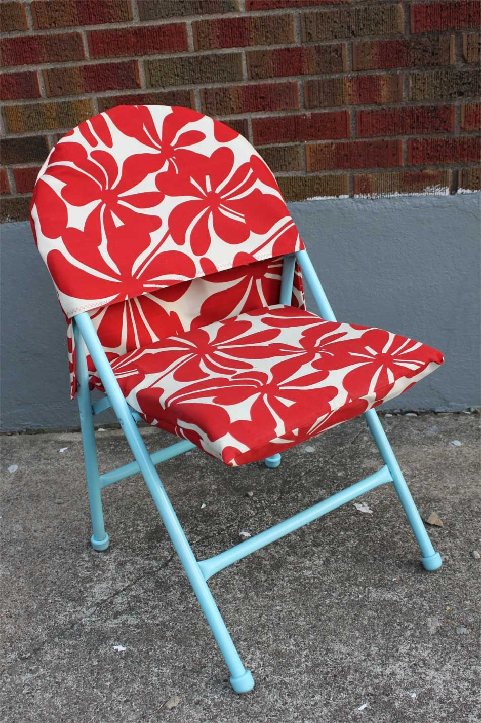interesting idea for folding chair cover Folding chair