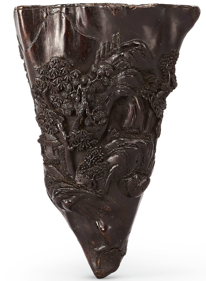 A CARVED ALOESWOOD LIBATION CUP (14 cm) QING DYNASTY, 18TH-19TH CENTURY
