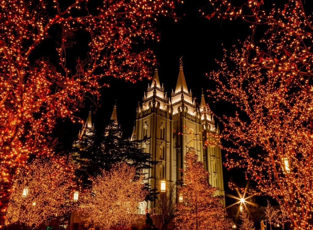Mormon Temple Gilbert S. Christmas Lights 2020 Lion House Cinnamon Rolls in 2020   Salt lake temple, Temple