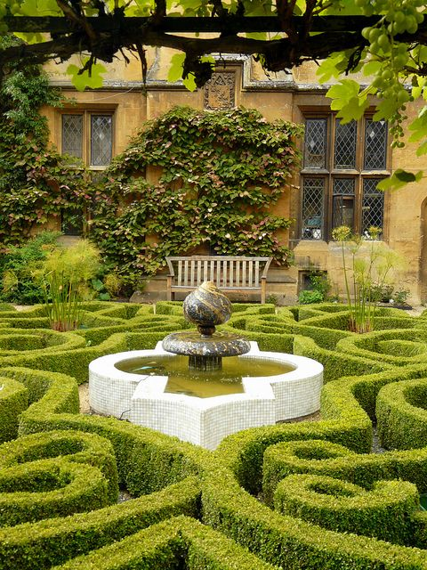 The Knotted Garden Sudely Castle Beautiful Gardens Gardens Of The World English Garden