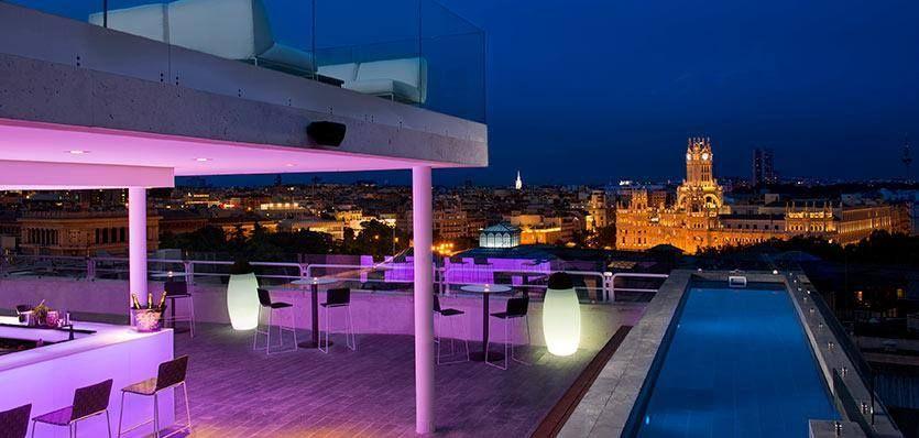 Vista Nocturna De La Piscina Del Hotel Innside Madrid Suecia