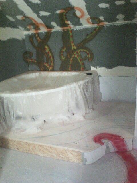 Badewanne, ich will die Krake aus Mosaiksteinen machen....