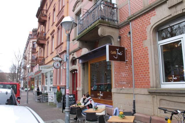 Café Juli Am Gutenbergplatz Karlsruhe Cafés Und Restaurants