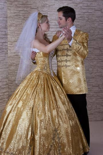 arany színű selyembrokátból készült magyaros menyasszonyi ruha ... efa8e1c2b7