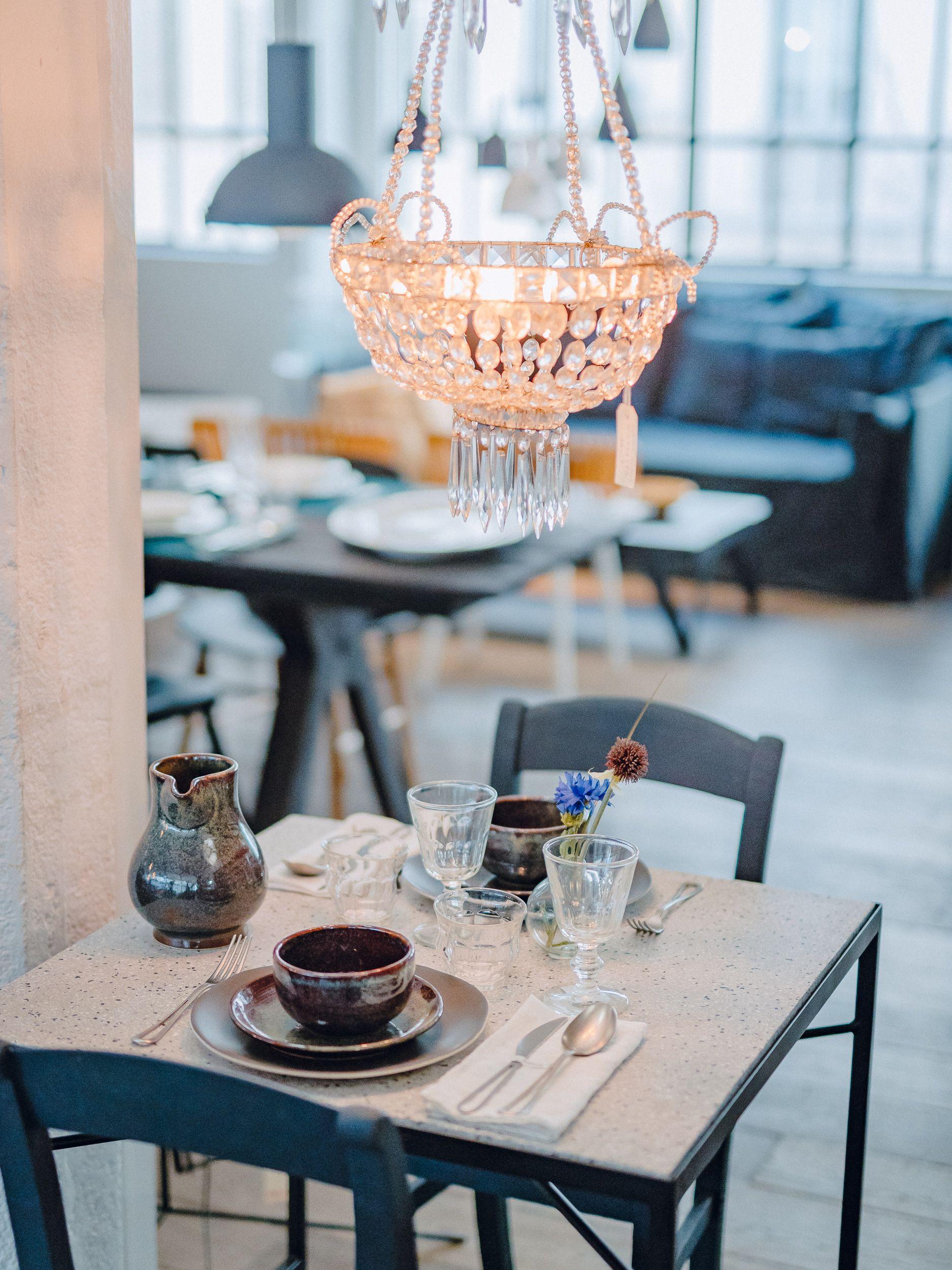 Merci S 1st Floor A Mix And Match Of Contemporary And Vintage Furniture Vaisselle Melange De Couleur Merci Paris