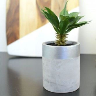 ★ Glamorous Green ★ DDG DIY: OUR 3 MINUTE TWO TONED CONCRETE PLANTER TUTORIAL