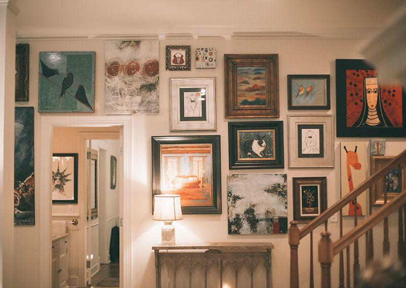 Artist Deann Hebert's gallery wall at her home in Tennessee (D*S Sneak Peek) #homes #farmhouse #interiors