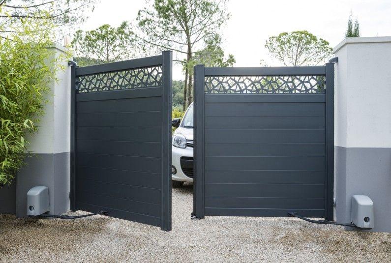 Portail Automatique Avec Un Decor Moderne Puertas De Aluminio Exterior Puertas De Garage Puertas De Garaje Modernas