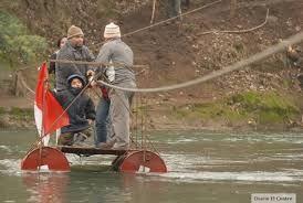Como cruzar un rio con balsas improvisadas