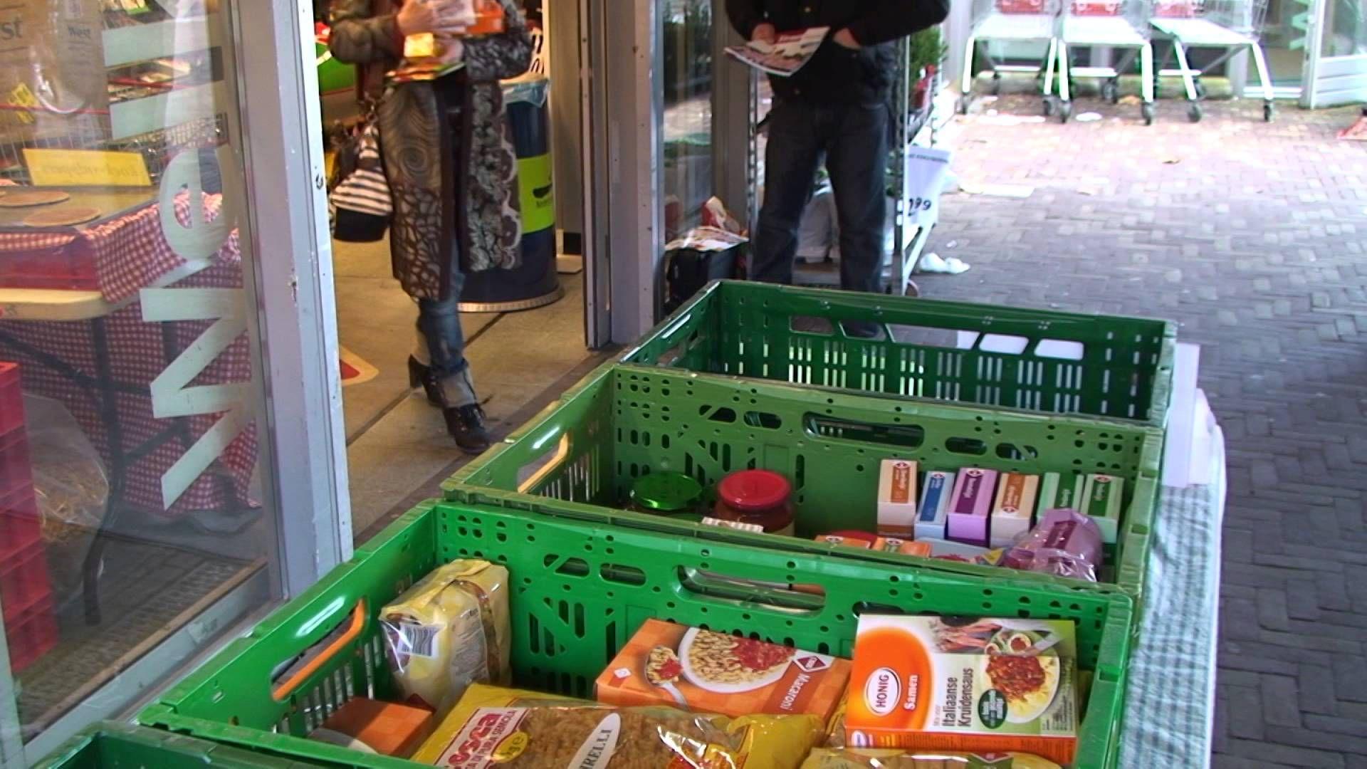 Kerst inzameling voedselbank rijnstreek in bodegraven 2013. Bedankt C1000 Langerak te Bodegraven en ook dank aan alle warme en lieve mensen die ons hebben geholpen met hun donaties.