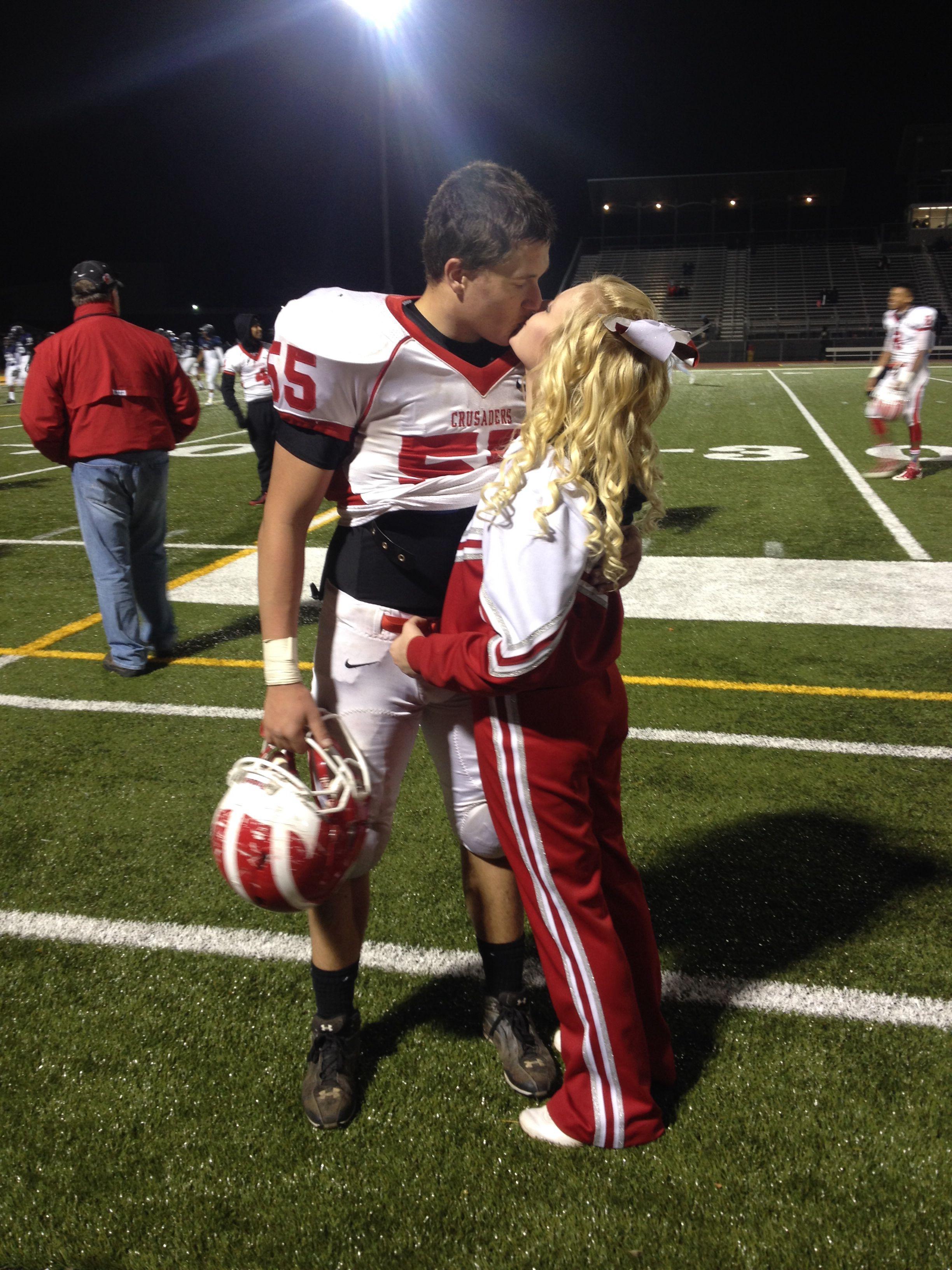 Dallas cheerleader dating football player