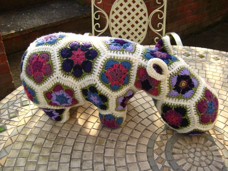 Yup, it's a hippy hippo from the twisted yarn. Cute, isn't he?