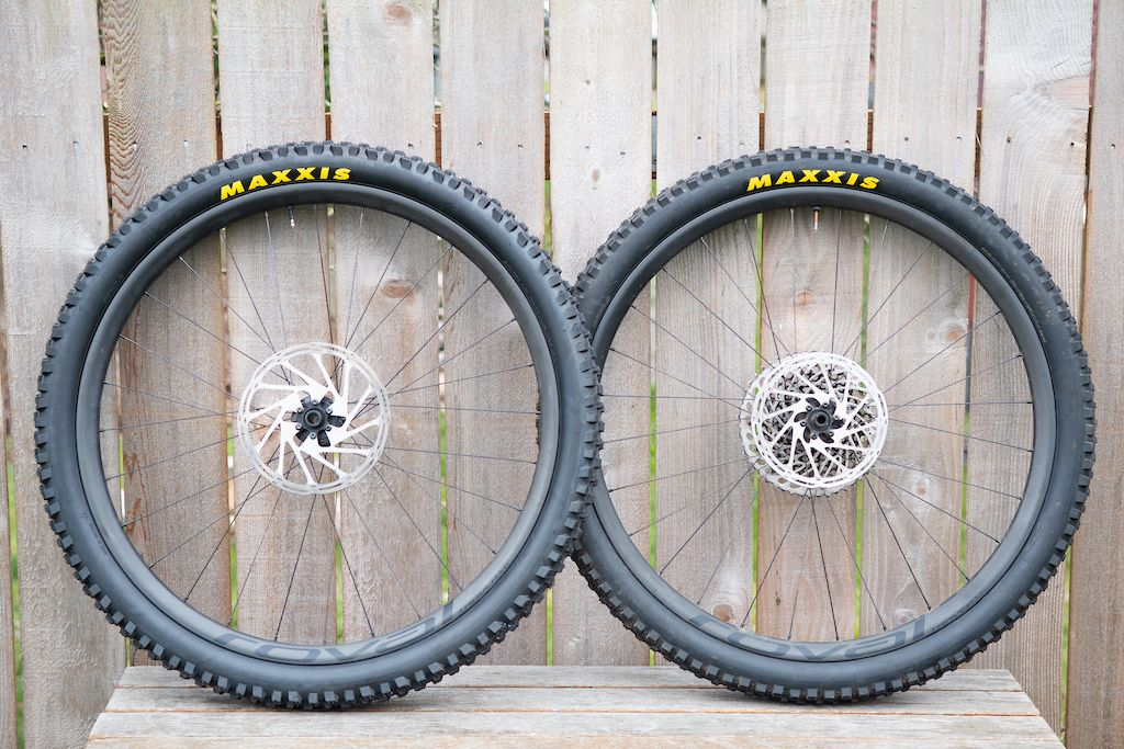 Review Roval Traverse Carbon Wheels With Images Bike Wheel