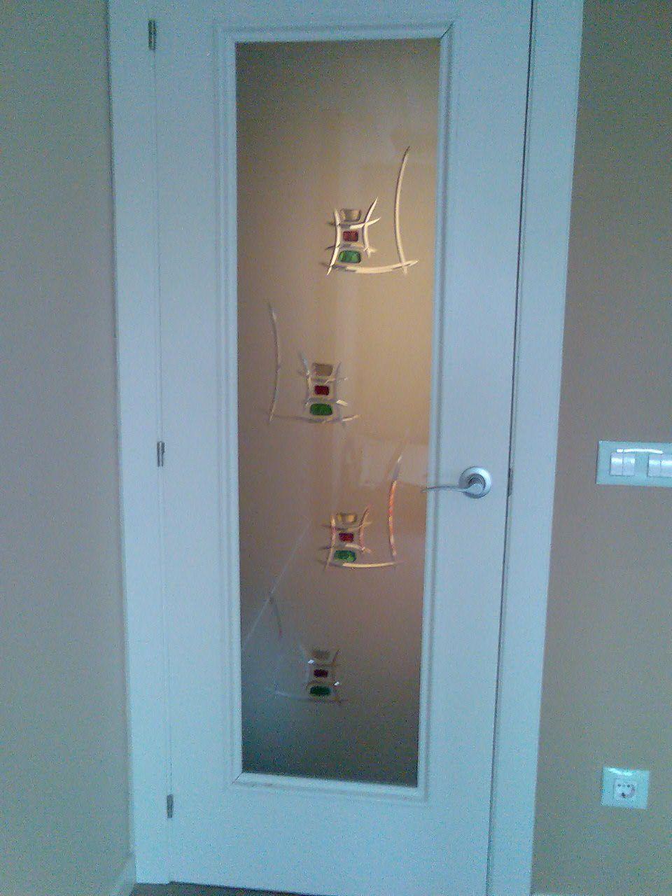 Vidrio para puerta de paso fondo mate y fusing pegado for Vidrios decorados para puertas interiores