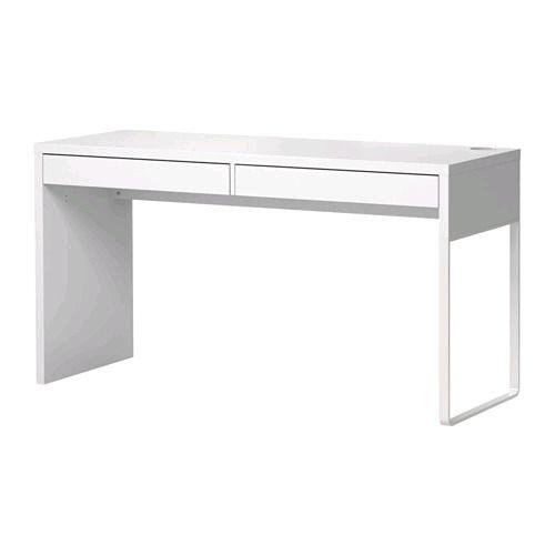 bureau d'ordinateur ikea blanc. en parfait état. valeur 120+ tx