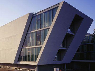 Architekt Wolfsburg parallel plane mobile cus wolfsburg by henn architekten