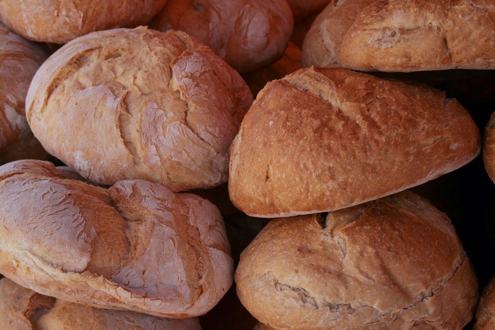 Tipos de Pan Gallego  El pan es un alimento básico  que forma parte de la dieta de muchas culturas: en Europa, América, In...