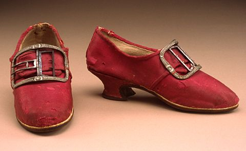 shoes, English, ca 1765  Clothing textile: red-pink glazed wool; unbleached plain weave linen; leather. Glazed worsted wool, called calimanco or calamanco (spelled in many different ways), was particularly popular in the American colonies from 1740s-1760s. shiny & colorful wool had an advantage over silk, it was more durable & could be cleaned on a regular basis.