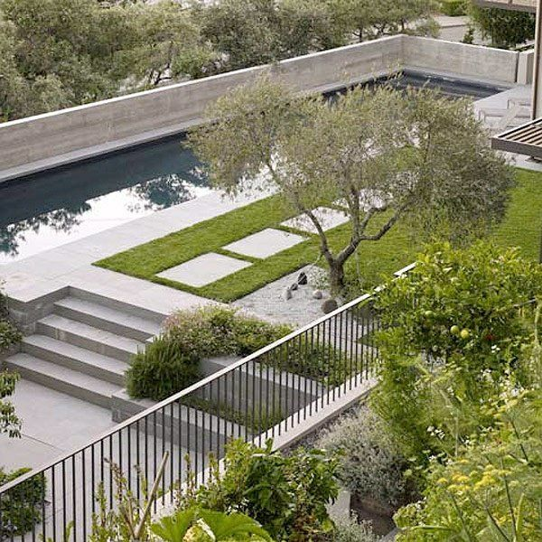 beispiele für moderne gartengestaltung pool betonboden rasen, Gartenarbeit ideen