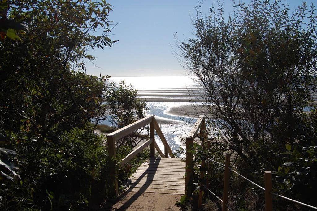 449 Walk to Private Neighborhood Beach! Updated Kitchen