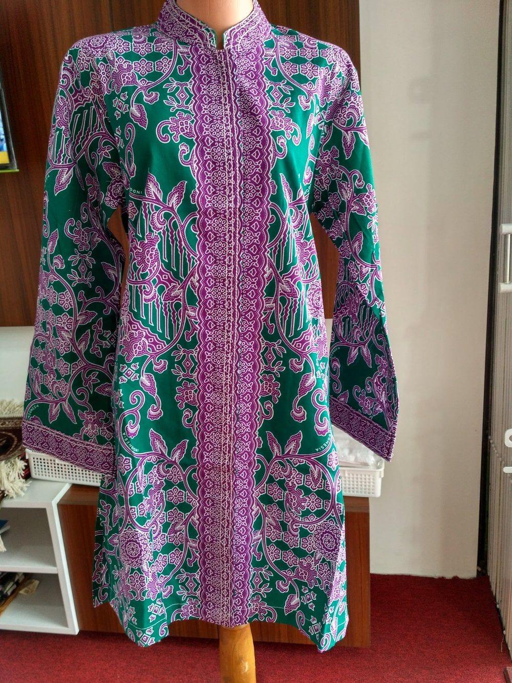 Model Baju Batik Haji Wanita di 10  Wanita, Gaun lengan panjang