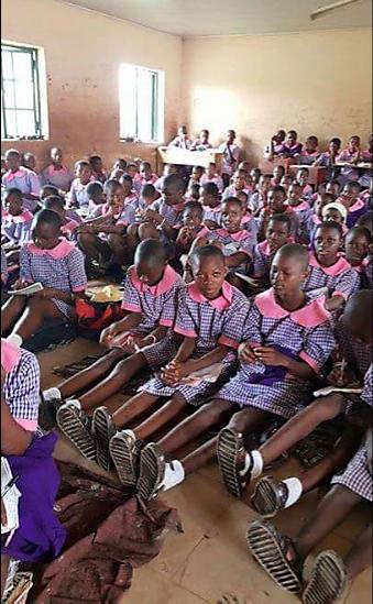 Welcome to ZettaBlog.com: Idia Secondary School Benin City students sit on t...