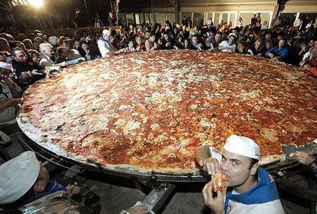 Pin by Lawrence Tam on Awesome Food | Worlds largest pizza ...