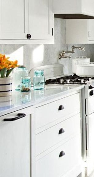 Pictures of white kitchen cabinets with handles cabinet for White kitchen cabinets black hardware