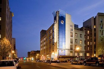 The Doubletree By Hilton Boston Downtown Is Just Steps From Tufts Medical Center And Citi Performing Arts C Boston Hotels Boston Attractions Downtown Hotels