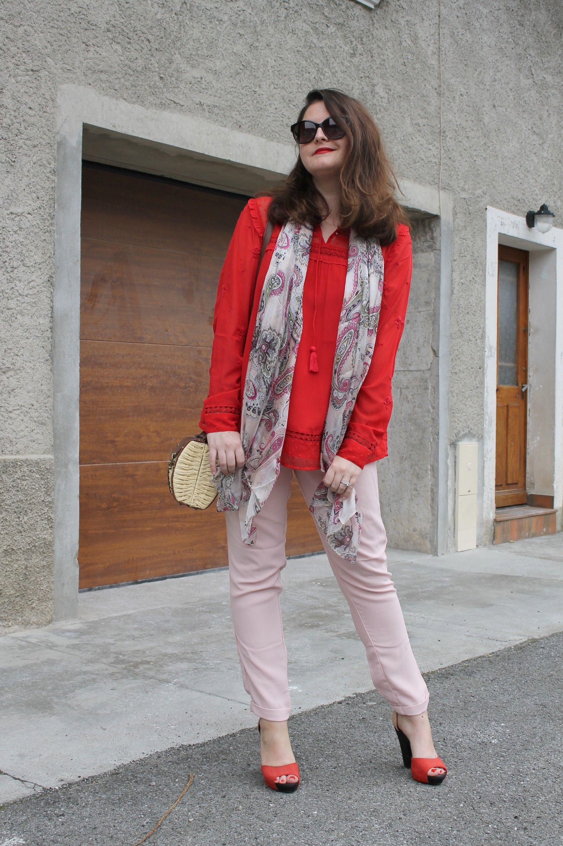 0eb1850955ce un foulard  soie à motif cachemire de chez  princessefoulard porté par   initialcb pour