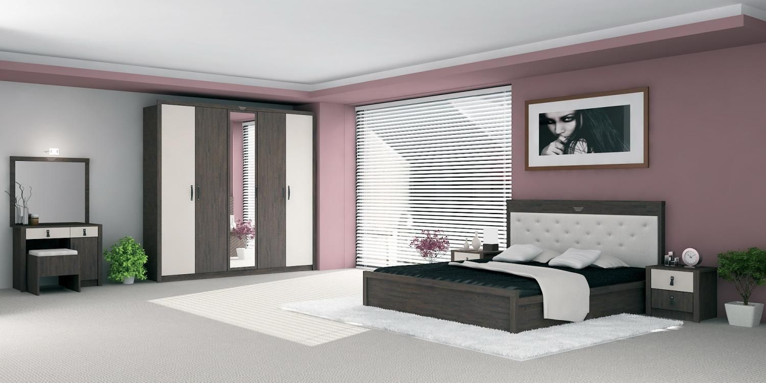 Delicieux Decorating Large Bedroom For Couple With Less Furniture And White Window  Blind Decorating Rooms For Couples