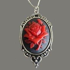 Collier camé gothique rose rouge