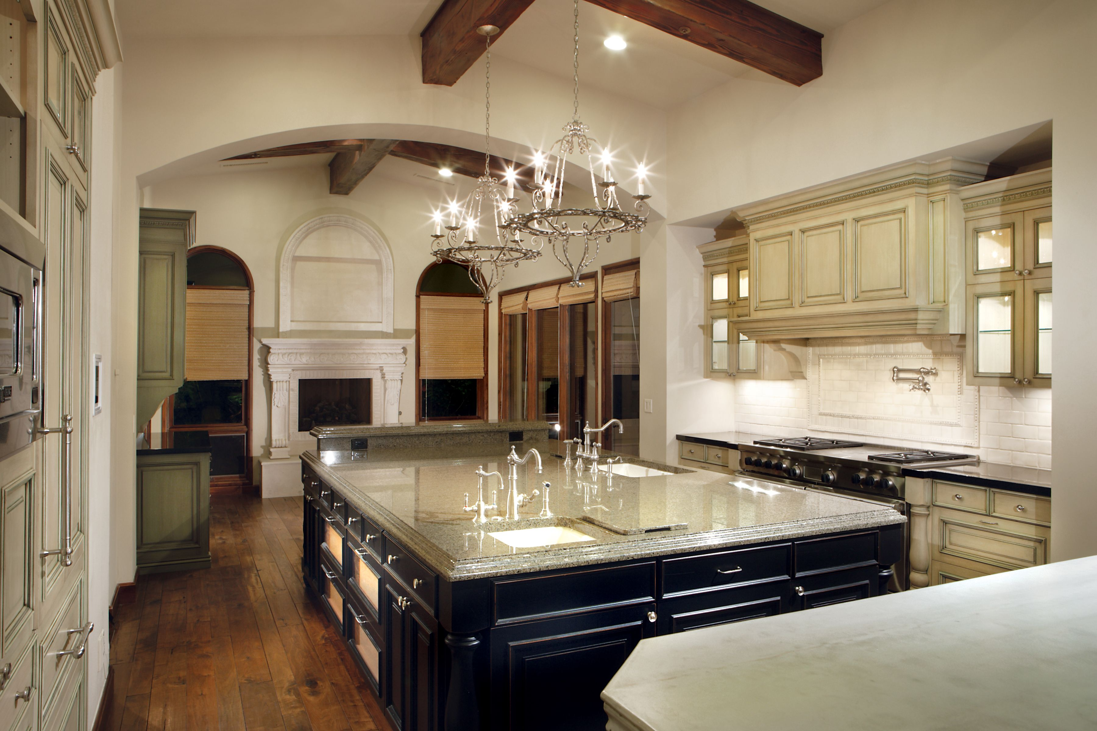 This home features the perfect kitchen for hosting cocktail parties in Paradise Valley.