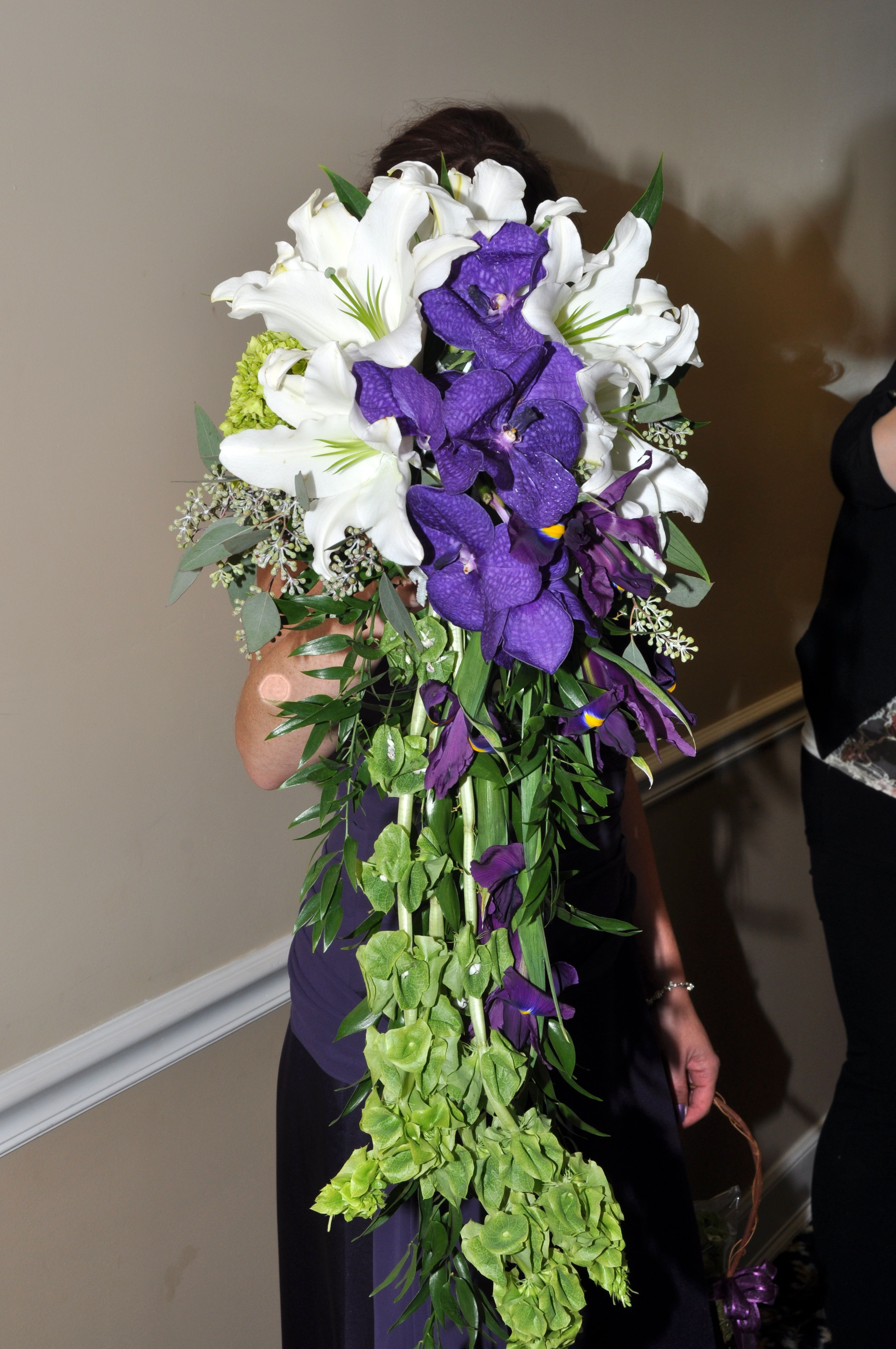 extra long cascading bouquet for an Irish themed wedding