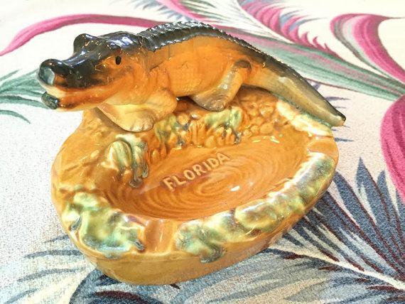 Tourist Souvenir Daytona Beach Florida Alligator Ashtray 6 12 By 4 34 Inches Yellow Brown And Green Ceramic Ashtray Souvenir