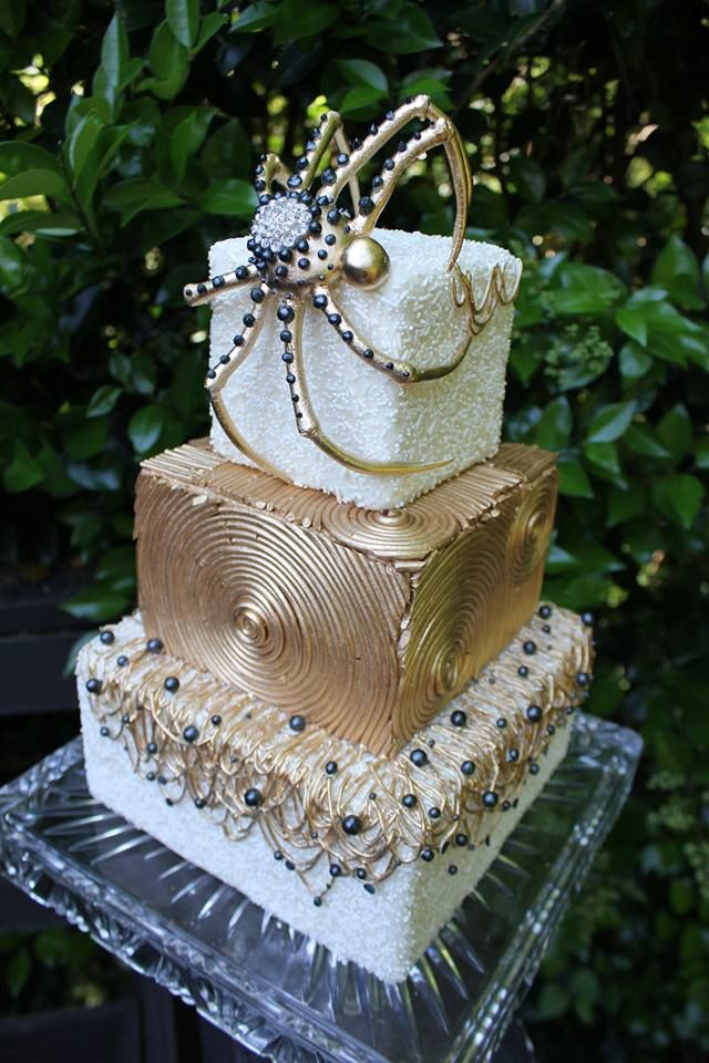 Pinned Using Pinface I Do Not Like The Spider But Whole Concept Of Cake Is Elegant And Simple Boss Status Pinterest