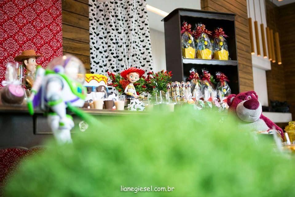 Olha que amor esta linda Festa Toy Story!!Venha se apaixonar por esta encantadora decoração.Imagens do Facebook Gicafure Atelier.Lindas ideias e muita inspiração.Bjs, Fabíola Teles.Mais ideias...