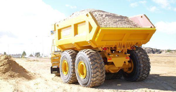 Bell Articulated Dump Truck | Hitachi Construction Machinery Australia Photography http://ift.tt/1OtDdVa