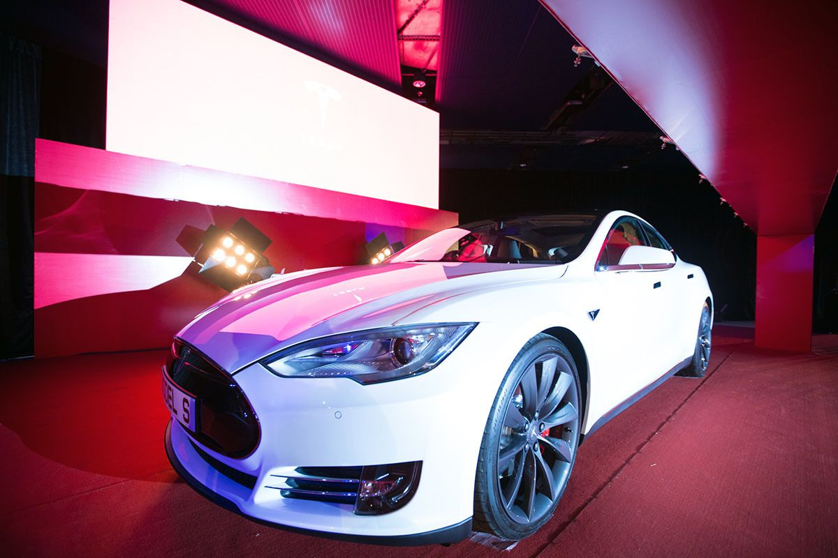 Tesla Delivers First Right Hand Drive Model S Luxury Sedans To
