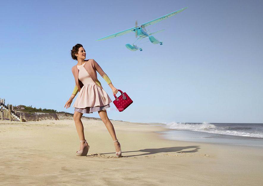 A atriz francesa Marion Cotillard para a nova campanha Lady Dior na ilha de Hamptons, repetindo o sucesso para a maison.