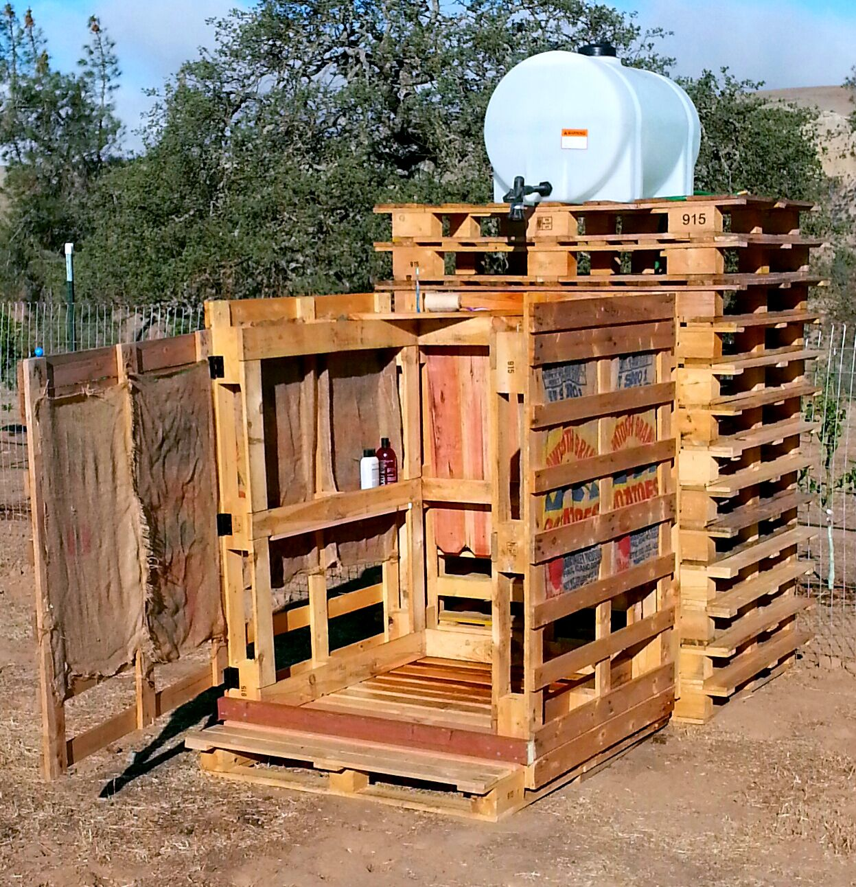 Make An Outdoor Shower Pallets Outdoor Shower Made Of Pallets And Burlap Sacks