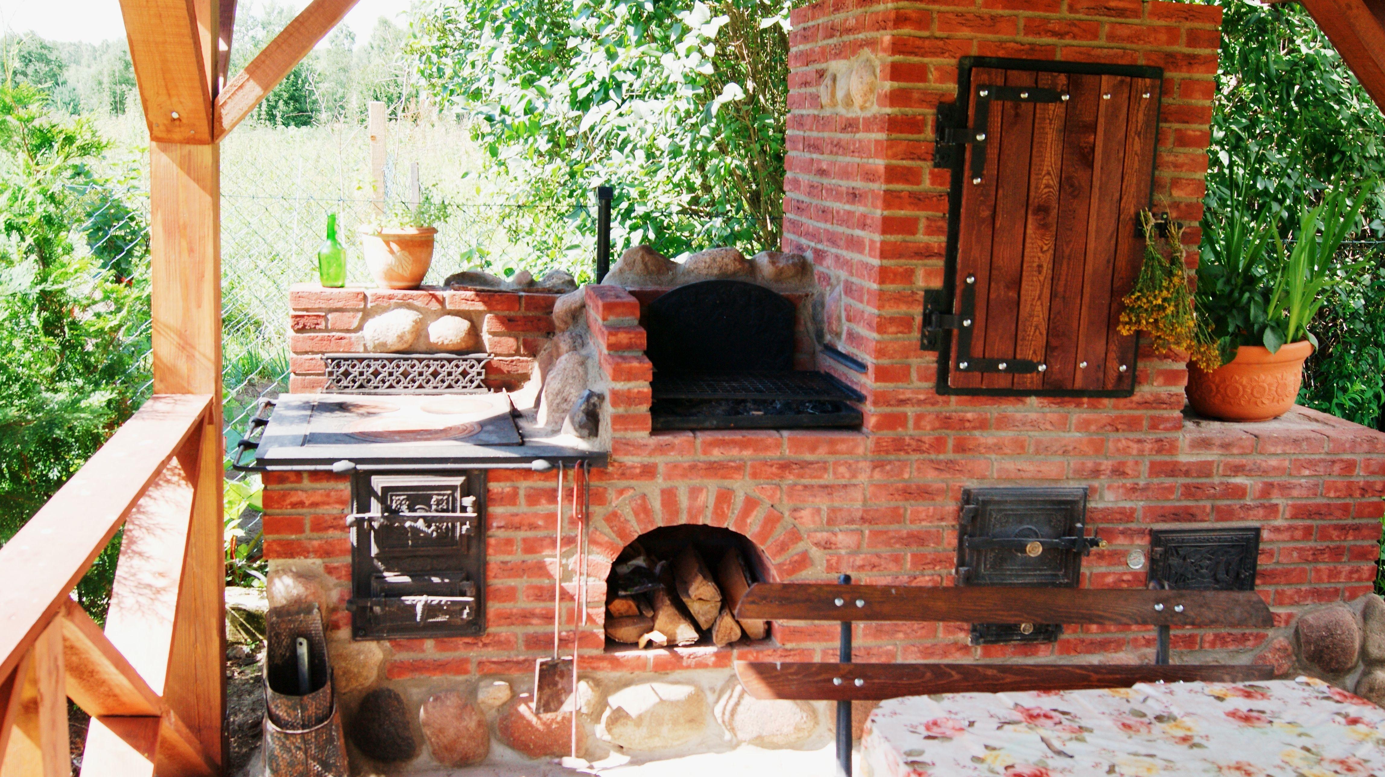 Grilo Wedzarnia Z Kuchnia Letnia I Piecem Do Pizzy Www Studiozdunskie Pl Pizza Oven Outdoor Backyard Kitchen Outdoor Smoker