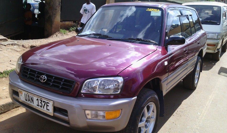 A Toyota Rav4 UAN 1998 model on sale at 12.5M UGX Remzak