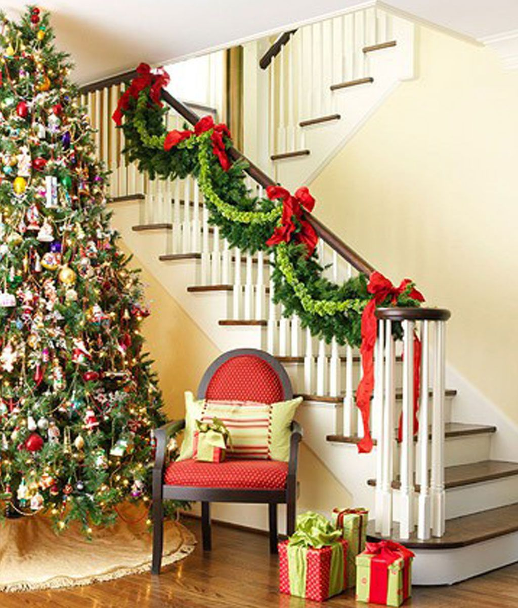 cool christmas decorating ideas banisters and christmas decorating