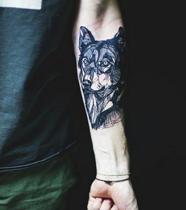 Tatouage tête de loup sur l\u0027avant,bras lignes géométriques