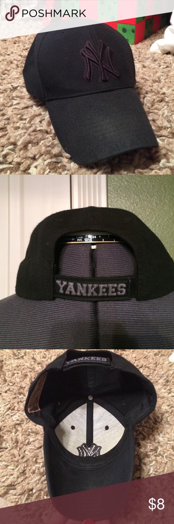 NY Yankees Cap Adjustable Velcro band. MLB Accessories Hats