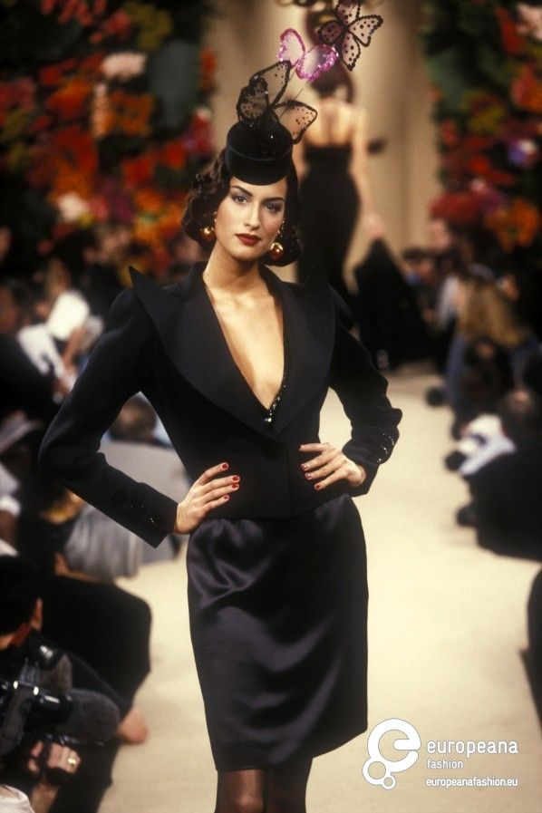 a191ecd9a06 Yves Saint Laurent, Spring-Summer 1995, Couture | Yves Saint Laurent ...