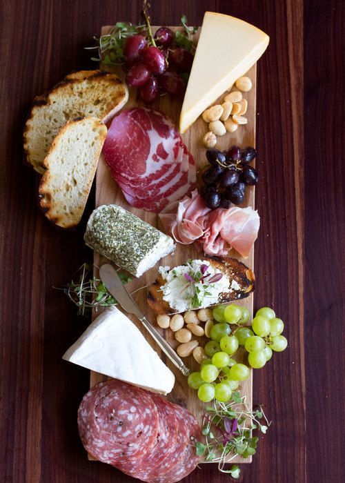 How to Put Together A Great Cheese & Charcuterie Board #charcuterieboard