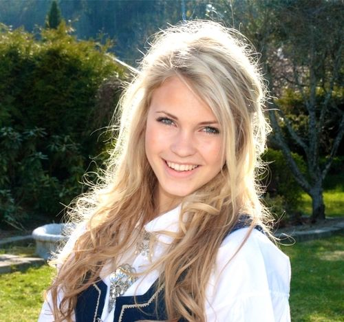 Emilie Voe Nereng  Emilie Voe   Long Hair Styles -7344